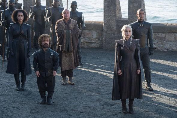 Emilia Clarke e Peter Dinklage em Game of Thrones (Foto: Reprodução)