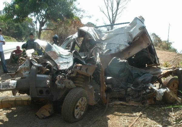 Acidente mata quatro ocupantes de carro na BR-153, em Itapaci, Goiás (Foto: Divulgação/PRF)