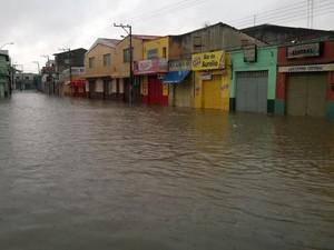 Centro comercial ficou totalmente alagado em São Raimundo Nonato (Foto: Aderson Oliveira/Arquivo Pessoal)