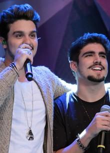 Luan e Caio Castro dividem o palco (TV Globo/Altas Horas)