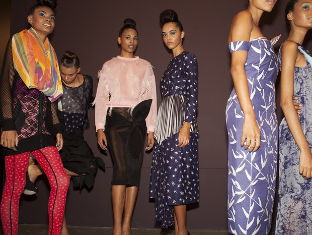 Backstage do desfile da Africa Africans (Foto: Getty Images)