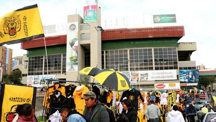 Comércio nas redondezas do estádio Hernando Siles (Foto: Diego Guichard)
