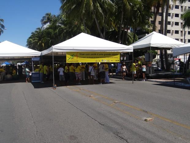 População se reuniu na orla da Ponta Verde para atividades do Dia Mundial da Saúde. (Foto: Henrique Pereira/G1)