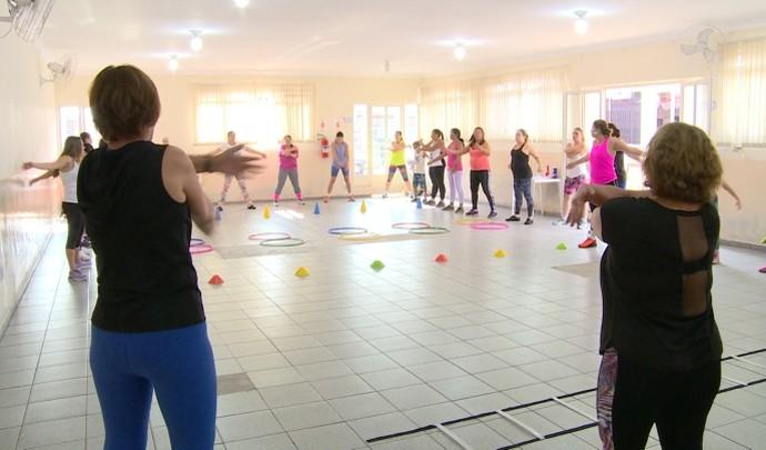 Em Mogi, mulheres mandam bem no treinamento funcional (Foto: Reprodução / TV Diário )