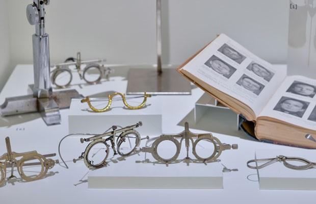 Mostra exibe óculos do século 17 até modelos atuais (Foto: Divulgação)