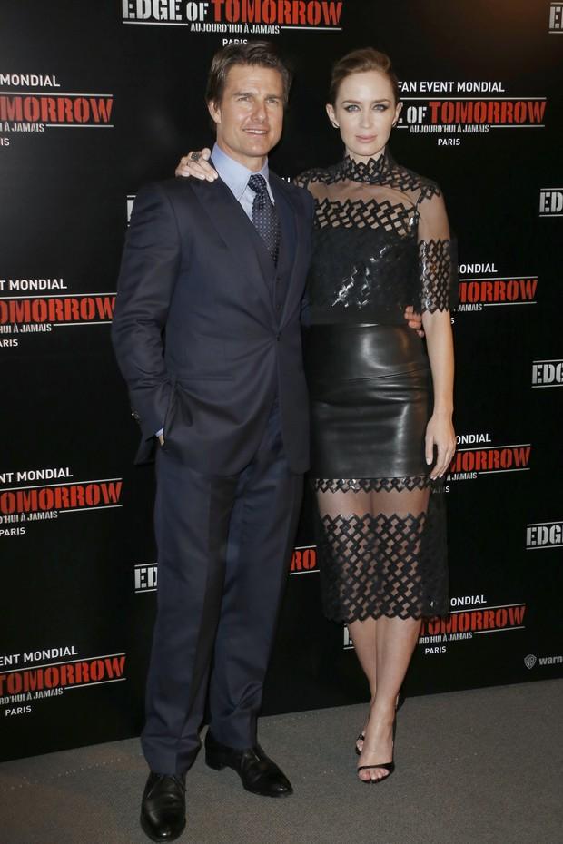 Emily Blunt e Tom Cruise na première de No Limite do Amanhã, em Paris (Foto: AFP)