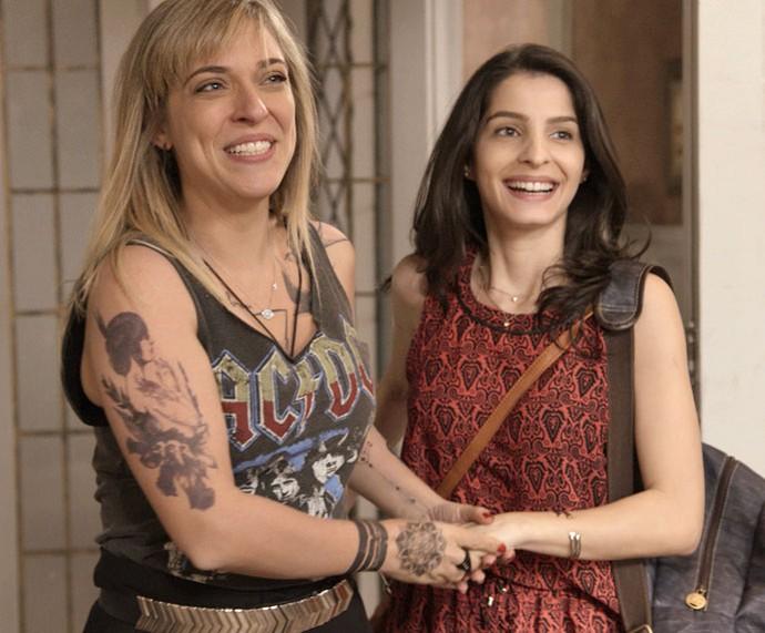 Úrsula apresenta Duda, sua namorada, para a família (Foto: TV Globo)
