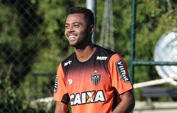 Victor e Marcos Rocha são vetados contra o Grêmio, mas Carioca viaja