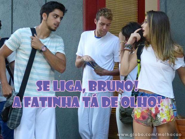 A Fatinha não dá mole pro Bruno não! A gata tá de olho no moreno dando mole pras gringas! (Foto: Malhação / Tv Globo)