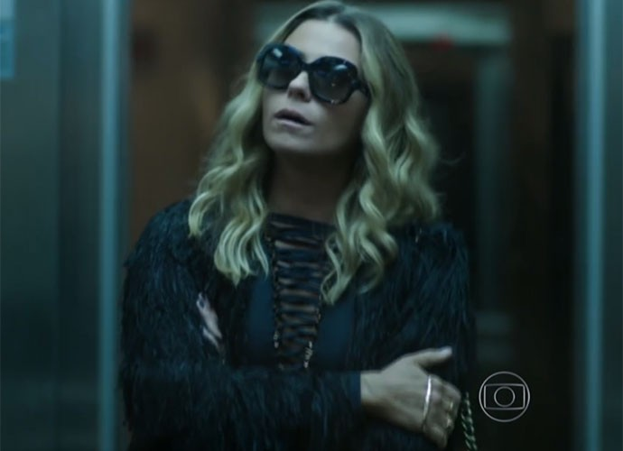 Atena arrasa em visual todo preto (Foto: TV Globo)