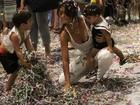 Juliana Paes curte festinha de carnaval com os dois filhos
