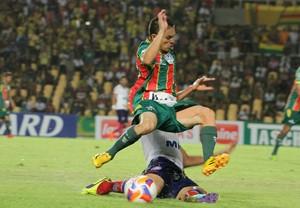 Sampaio Corrêa e Bahia empataram sem gols, na noite dessa sexta-feira, no Castelão (Foto: Biaman Prado/O Estado)