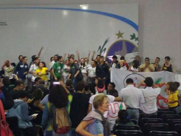 Alunos ocuparam auditório da Secretaria de Educação (Foto: Daniel Silveira/G1)