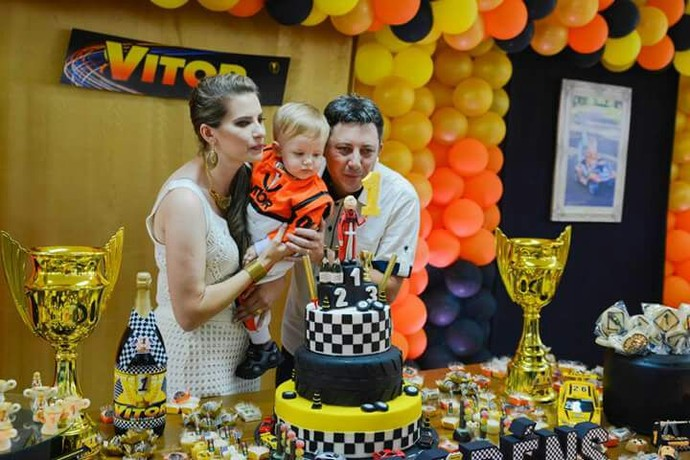 Paranaense faz festa temática de Stock Car para aniversário de 1 ano do filho (Foto: Kati Borchoski Fotografia)