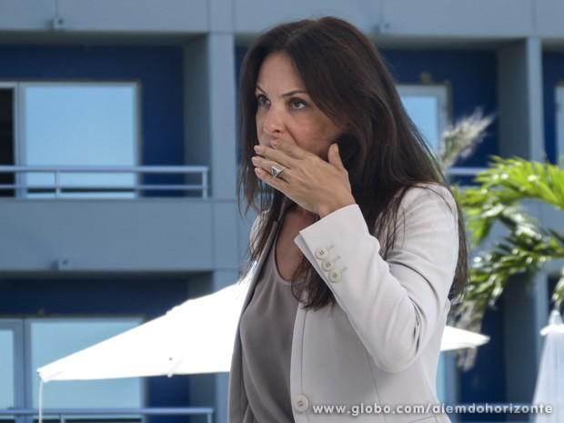 Tereza leva um tapão de Heloísa  (Foto: Além do Horizonte/TV Globo)