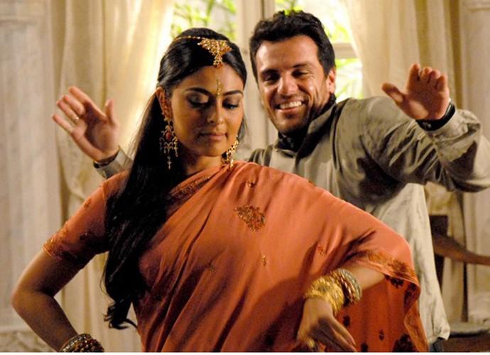 Maya (Juliana Paes) e Raj (Rodrigo Lombardi) dançando em Caminhos da índia (Foto: Reprodução/Caminhos da Índia)