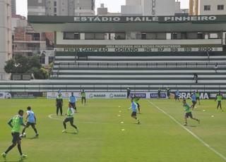 Elenco do Goiás durante treino (Foto: Guilherme Gonçalves/GloboEsporte.com)