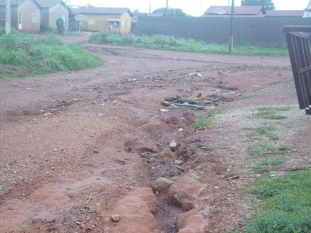 Segundo o internauta, diversas ruas de Sandolândia estão esburacadas (Foto: VC no G1/ Internauta)
