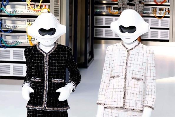 """Chanel levou """"robôs"""" à passarela para o verão 2017 (Foto: Getty Images)"""