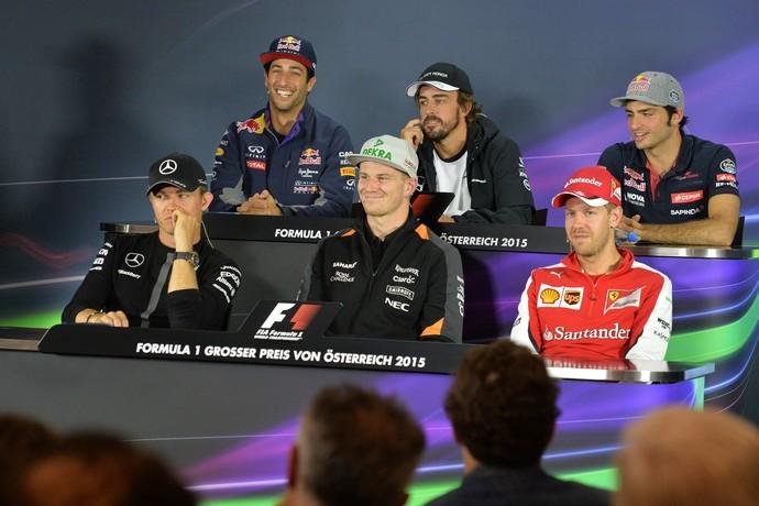 Nico Hulkenberg feliz na coletiva de imprensa para o GP da Áustria de Fórmula 1 (Foto: AP)