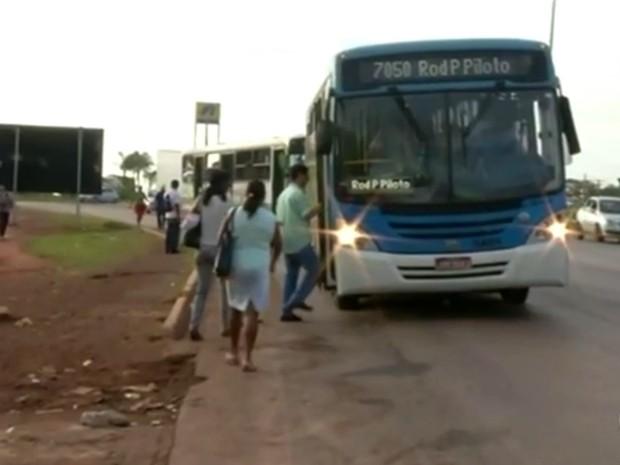 Ônibus do transporte público em cidades de Goiás no Entorno do Distrito Federal (Foto: Reprodução/ TV Anhanguera)