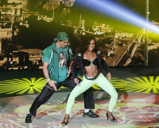 Giba é só alegria durante sua apresentação de funk (Foto: Artur Meninea/TV Globo)