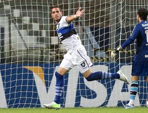 Braian Rodriguez comemora gol do  Huachipato sobre o grêmio (Foto: AFP)