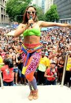 Anitta completa 24 anos: relembre os looks mais polêmicos da cantora