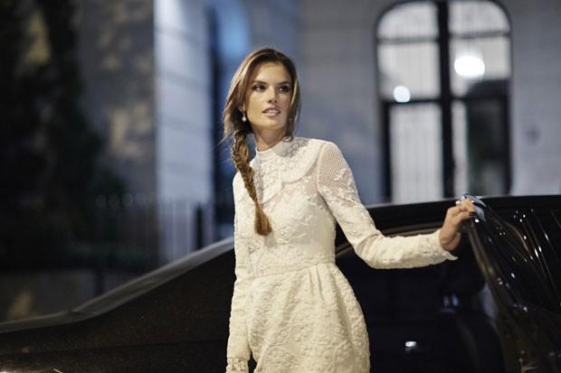 A top model Alessandra Ambrósio foi a primeira passageira a pegar carona com a ajuda do aplicativo Uber, diz a empresa. (Foto: Divulgação/Uber)