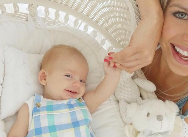 Recém-nascido já sabe sorrir para foto  (Foto: reprodução/Instagram)