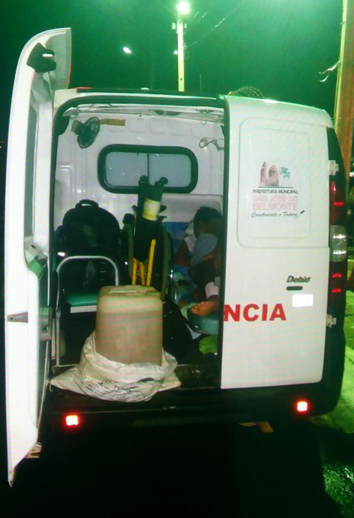 Combustível era transportado ao lado de paciente (Foto: Divulgação/ Polícia Rodoviária Federal)
