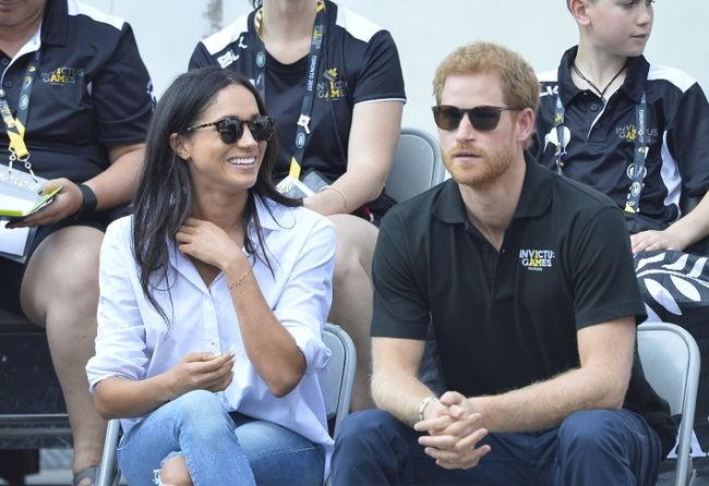 Meghan Markle e príncipe Harry fazem primeira aparição oficial juntos  (Foto: BACKGRID)