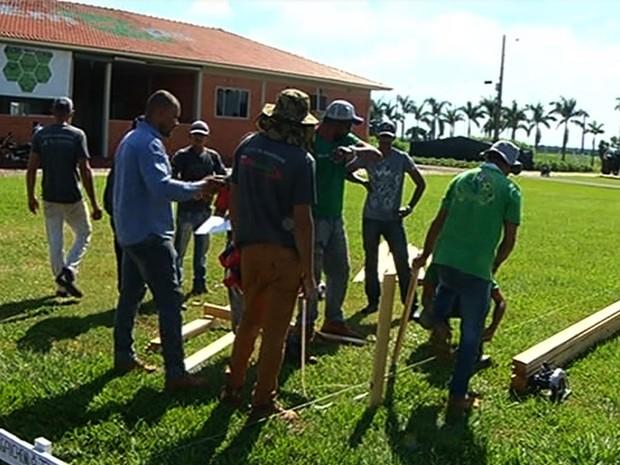 Preparação da feira Tecnoshow 2017 gera cerca de 2,2 mil empregos Rio Verde Goiás (Foto: Reprodução/TV Anhanguera)