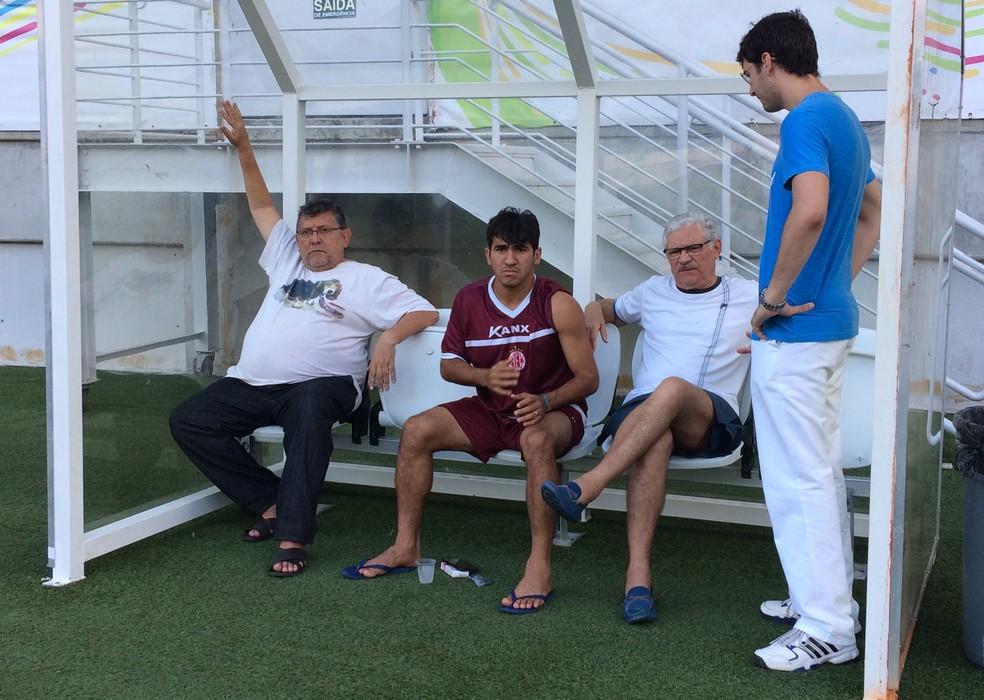 Volante Guto ficou fora de treinamento na Arena das Dunas e fará exame nesta sexta-feira (Foto: Diego Simonetti/Blog do Major)