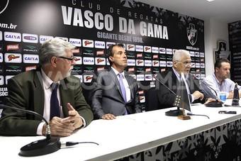 vasco coletiva roberto dinamite (Foto: Marcelo Sadio / vasco.com.br)