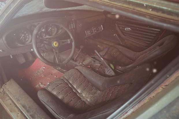 Interior está apenas sujo, mas a conservação geral é melhor do que aparenta (Foto: Divulgação)