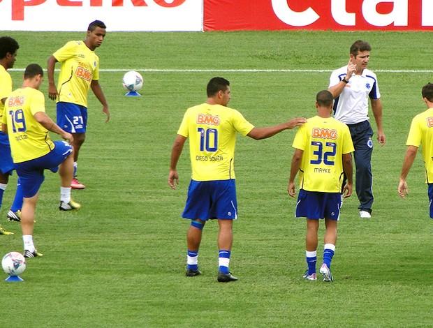 aquecimento Cruzeiro campo jogo (Foto: Marco Antônio Astoni)