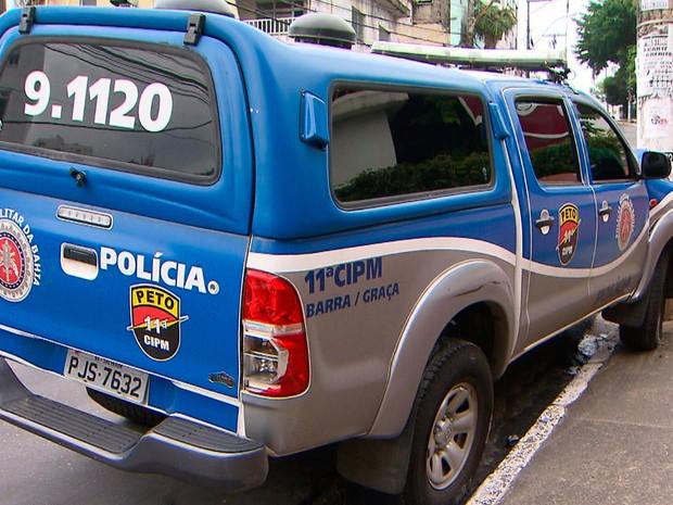Viatura bate em poste no bairro da Federação, em Salvador (Foto: Reprodução/TV Bahia)