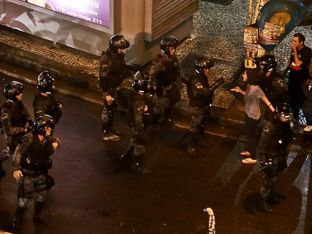 Jovem foi detida no Bairro de Fátima, no Centro do Rio, na segunda (7). (Foto: Rodrigo Gorosito/G1)