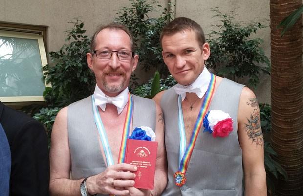 Perseguição e homofobia levaram casal gay russo a trocar seu país pela Argentina (Foto: José María Di Bello/BBC)