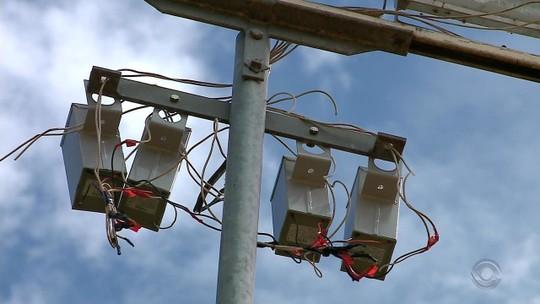 Homem morre ao encostar em poste e receber descarga elétrica