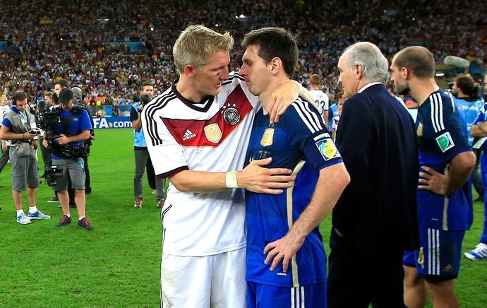 Schweinsteiger e Messi final Copa do Mundo (Foto: AFP)