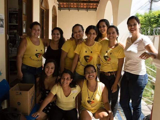 Grupo de mulheres se mobilizou para ajudar os animais de rua (Foto: Focinho Feliz/ Arquivo pessoal)