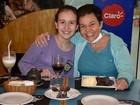 Cláudia Rodrigues comemora 45 anos ao lado da filha