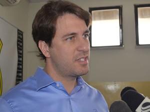 Delegado do Cope, Osvaldo Resente, diz que investigação começou há dois meses (Foto: Marina Fontenele/G1)
