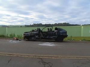 Carro e carreta colidiram na RS-153 em Passo Fundo (RS) (Foto: Reprodução/RBS TV)
