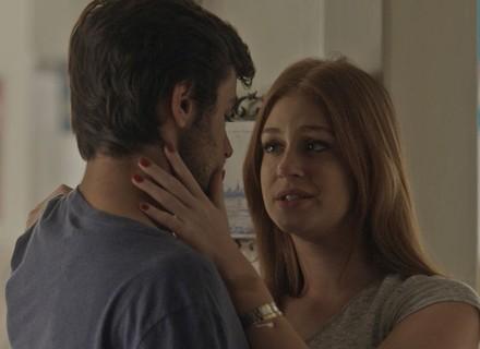 Eliza conta para Jonatas que foi convidada para morar em Paris