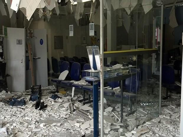 Assaltantes explodem dois caixas eletrônicos em Jijoca, no Ceará (Foto: Reprodução/TV Verdes Mares)