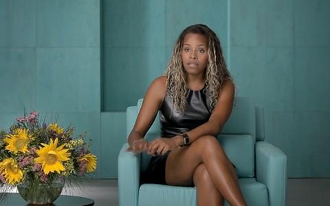 'A gente não pode se definir só pelo cabelo', defende Roberta Rodrigues