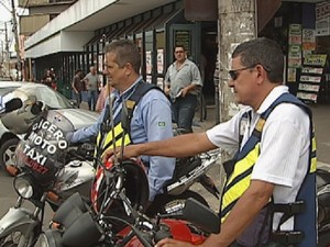 Motofretistas e mototaxistas têm lei aprovada (Foto: Reprodução TV TEM)